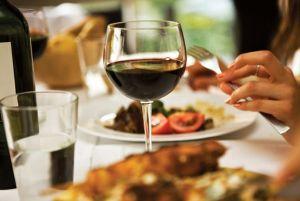 Wein und Essen - eine perfekte Kombination. Quelle:www.ich-weiss-wie.de
